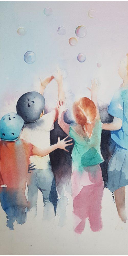 Enfants jouant avec des bulles